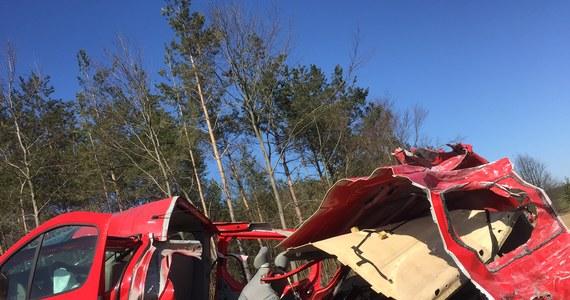 Pięć osób zginęło, a cztery zostały ranne w zderzeniu busa z ciężarówką w miejscowości Pawłowo w powiecie mławskim na Mazowszu, na drodze łączącej Mławę z Przasnyszem.