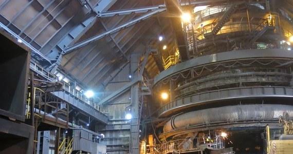 Związkowcy z koncernu ArcelorMittal Poland, którzy od blisko tygodnia nie opuszczali budynku dyrekcji spółki w oczekiwaniu na zawarcie porozumienia płacowego, zdecydowali w poniedziałek o przerwaniu akcji w tej formie. Stronom nie udało się jednak wypracować porozumienia.
