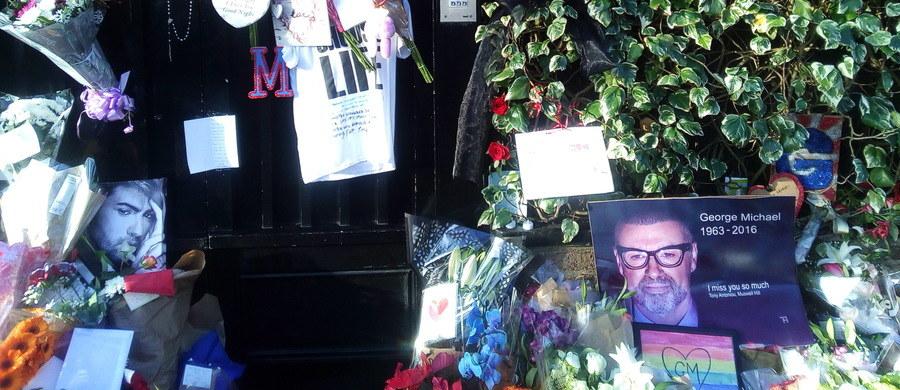 W brytyjskich mediach pojawiły się spekulacje na temat pogrzebu George'a Michaela. Od śmierci piosenkarza minęły już ponad 3 miesiące. Mimo to do dziś piosenkarz nie został pochowany. Czy aby na pewno? Wystarczył jeden tweet, by wywołać wśród internautów spore poruszenie. Jego autorem był partner piosenkarza Fadi Fawaz: umieścił on na swoim koncie mroczną fotografię starego kościoła.