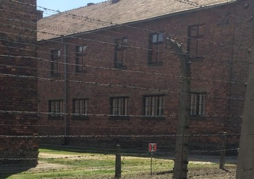 W Auschwitz podnieśli z ziemi część maszynki i widelca. Anglicy skazani