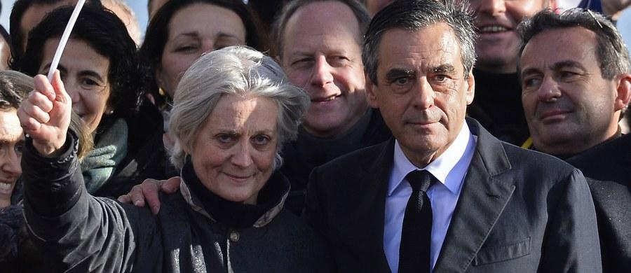 Prokuratura postawiła zarzuty żonie kandydata na prezydenta Francji Francoisa Fillona, Penelope Fillon. Ma to związek z fikcyjnym zatrudnianiem jej przez męża. Została oskarżona m.in. o współudział w sprzeniewierzeniu środków publicznych.