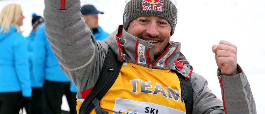 To był dla Adama Małysza pierwszy sezon w nowej roli. Były skoczek wrócił do Polskiego Związku Narciarskiego i objął stanowisko dyrektora-koordynatora do spraw skoków narciarskich i kombinacji norweskiej. Pod tą niewiele mówiącą nazwą stanowiska skryła się jedna ze składowych polskich sukcesów w tym sezonie.