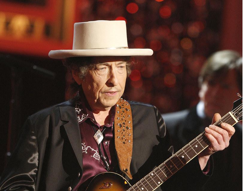 Laureat literackiego Nobla, Bob Dylan, może stracić przysługującą mu nagrodę pieniężną w wysokości ośmiu milionów koron (840 tys. euro), gdyż dotychczas nie wywiązał się z obowiązku wygłoszenia noblowskiego odczytu - podała Akademia Szwedzka.