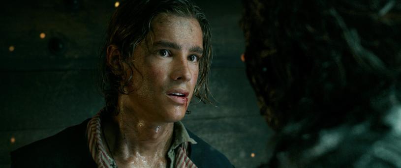 """W sieci pojawił się kolejny, czwarty już trailer piątej części kultowej serii """"Piraci z Karaibów"""". Możemy w nim lepiej poznać wroga numer jeden Jacka Sparrowa, czyli tytułowego kapitana Salazara. Co więcej, w zwiastunie pojawia się również syn Willa Turnera i Elizabeth Swann!"""