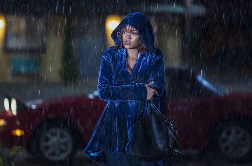 """Właśnie pojawił się fragment serialu """"Bates Motel"""", w którym Rihanna odtworzyła słynną scenę pod prysznicem z filmu """"Psychoza""""."""