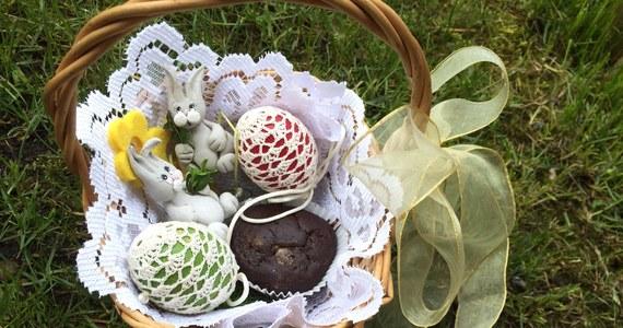 Jajo, woda i palma, która kiedyś miała postać zielonej gałęzi - to obecnie najbardziej charakterystyczne dla świąt Wielkiej Nocy symbole. Ale kiedyś, w tradycji ludowej, elementy te były symbolami odradzającego się na wiosnę życia.