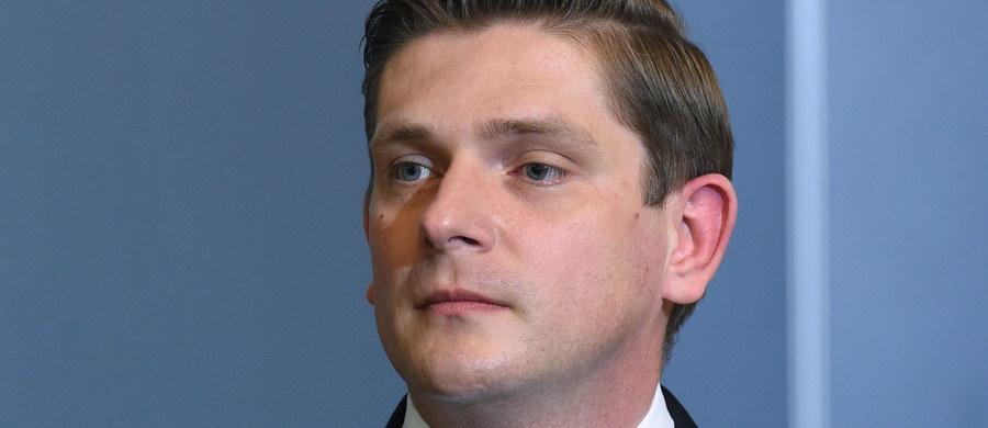 Nie ma potrzeby kupowania śmigłowców szkoleniowych lub do testów, w postępowaniach na śmigłowce morskie i dla wojsk specjalnych mogą zostać wybrane dwie platformy - powiedział w czwartek wiceminister brony Bartosz Kownacki.