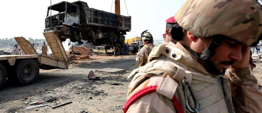 """Szef irackiego MSZ Ibrahim al-Dżafari oświadczył w czwartek w rozmowie z sekretarzem generalnym ONZ Antonio Guterresem że jego kraj zniszczony przez wojnę potrzebuje obecnie jakiegoś programu odbudowy """"w rodzaju planu Marshalla""""."""