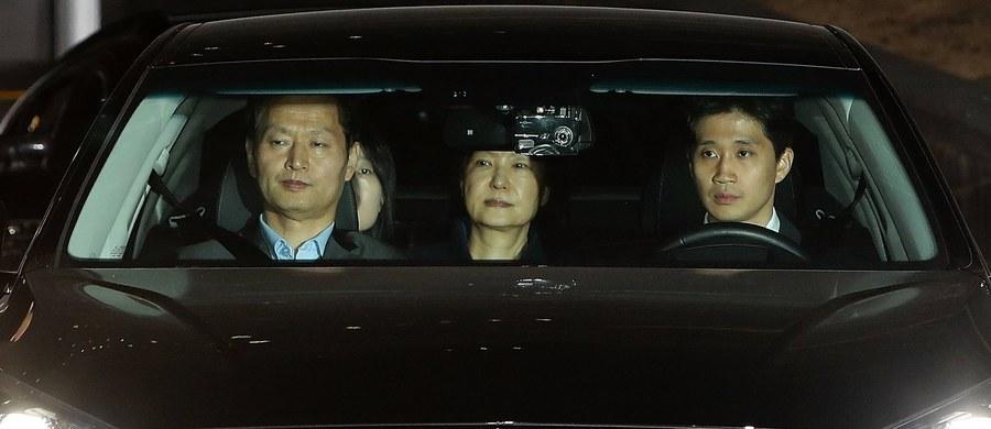 Były prezydent Korei Południowej Park Geun Hie, odsunięta od urzędu na mocy impeachmentu, została aresztowana w ramach trwającego śledztwa wokół skandalu korupcyjnego - podała agencja AFP.
