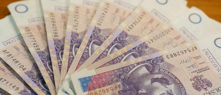 """Małopolska policja ostrzega przed nową metodą działania oszustów. Po działaniach """"na wnuczka"""" i """"na policjanta"""" teraz wyłudzają pieniądze podszywając się pod funkcjonariuszy walczących z hakerami."""