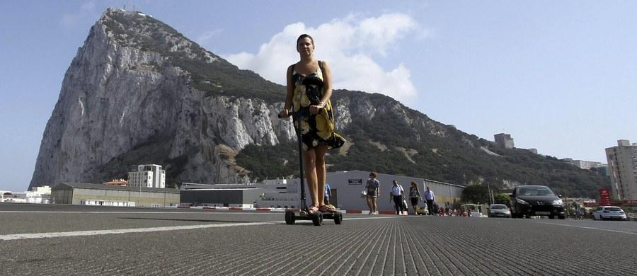 Będziemy bronić Gibraltaru – mówią brytyjskie władze w reakcji na propozycję negocjacji Brexitowych Unii Europejskiej. Hiszpania de facto ma prawo weta w sprawach dotyczących brytyjskiej kolonii.