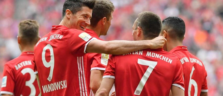"""Niemieckie media nie kryją zachwytu nad formą Roberta Lewandowskiego w tym sezonie. Piłkarz Bayernu Monachium, który w sobotę zdobył trzy gole w ligowym meczu z Augsburgiem (6:0), nazywany jest """"przykładnym sportowcem"""" i """"napastnikiem kompletnym""""."""