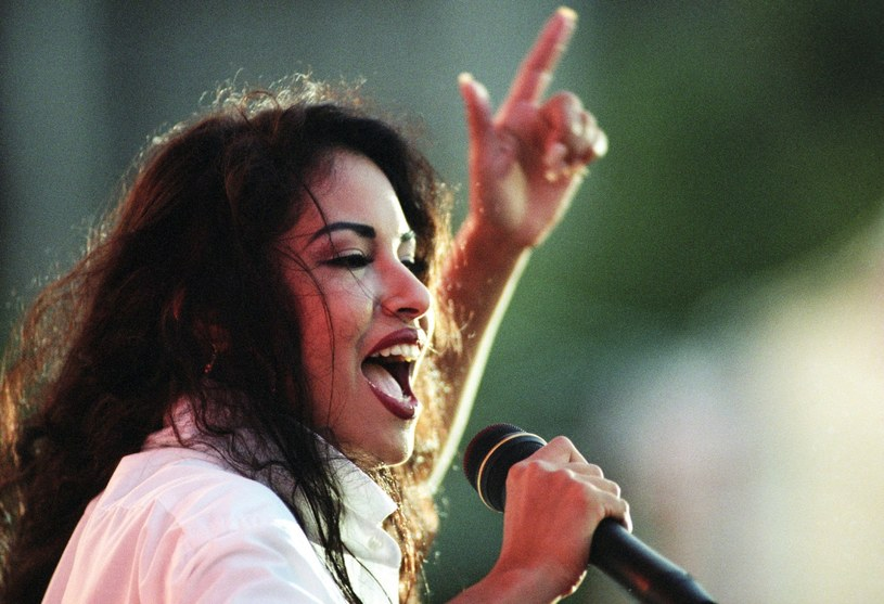 Najbliżsi zamordowanej ponad 22 lata temu Seleny przyznali, że nadal cierpią, gdy myślą o śmierci wokalistki.
