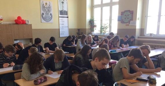 """RMF FM i """"Dziennik Gazeta Prawna"""" także w tym roku pomogą Wam sprawdzić wiedzę przed najważniejszym egzaminem w życiu - maturą. We wtorek do wydania """"DGP"""" dołączona jest książeczka z przykładowymi zadaniami z języka polskiego."""