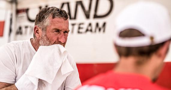 Rafał Sonik rozpoczął trzeci dzień Abu Dhabi Desert Challenge od… spóźnienia na start. Powodem była awaria dostarczonego przez organizatora systemu GPS. Na odcinku specjalnym krakowianin nie stracił już jednak żadnej cennej sekundy i umocnił się na pozycji lidera. Drugie miejsce w klasyfikacji rajdu utrzymał Kamil Wiśniewski.