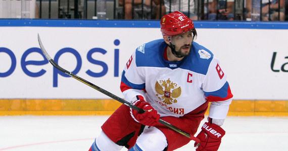 """Słynny rosyjski hokeista Aleksander Owieczkin, kapitan Washintgon Capitals, oświadczył, że mimo decyzji władz NHL zamierza pojechać na zimowe igrzyska w Pjongczang. W poniedziałek władze najlepszej hokejowej ligi świata ogłosiły, że jej zawodnicy nie wystąpią na igrzyskach w 2018 roku. Owieczkin zdaje się tym jednak nie przejmować. """"Zamierzam tam być"""" - stwierdził."""