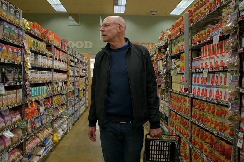 """Co tak naprawdę powinniśmy jeść? W sobotę, 8 kwietnia, w krakowskim Kinie Pod Baranami odbędzie się pokaz specjalny filmu Michaela Schwartza """"W obronie jedzenia""""."""