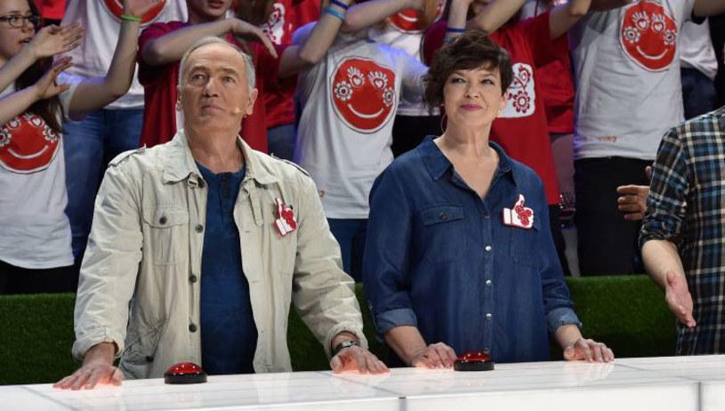 """Po wielu latach przerwy na ekranie znów zobaczymy Magdę Masny. Dawna hostessa teleturnieju """"Koło fortuny"""" weźmie udział w szóstym odcinku programu """"Kocham Cię, Polsko!"""". Jak teraz wygląda, jak wspomina swoją telewizyjną przygodę i czy przyniesie szczęście swojej drużynie, dowiemy się już 8 kwietnia, o godz. 20:05 w TVP2."""
