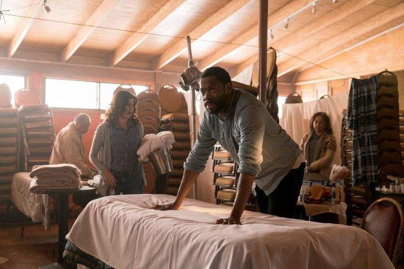 """Trzeci sezon serialu """"Fear the Walking Dead"""" pojawi się 5 czerwca o 3:00 w nocy na kanale AMC. Pierwszy odcinek zostanie wyemitowany równocześnie z amerykańską premierą."""