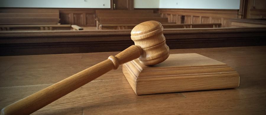 Słupski sąd umorzył sprawę kradzieży dwóch cukierków, której w styczniu 2016 roku dokonała w Ustce niepełnosprawna intelektualnie kobieta. Biegli orzekli jej niepoczytalność. Wcześniej sąd skazał ją na 20 godzin prac społecznych.