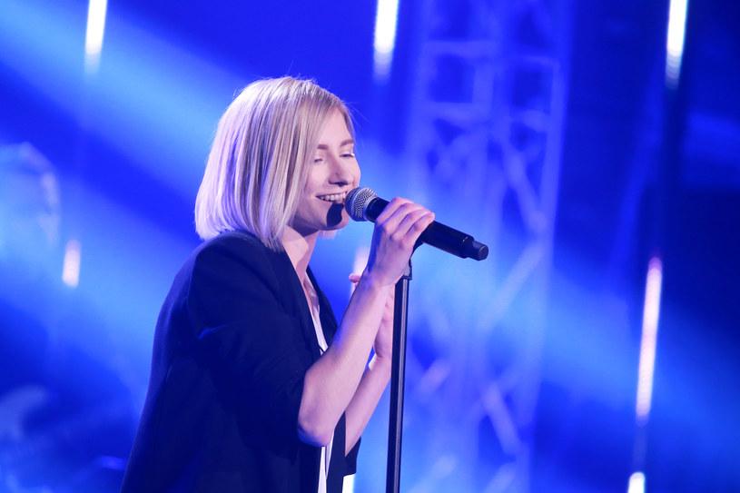 """""""Walczyłam o ciebie jak lwica"""" - mówiła ze łzami w oczach Ewa Farna do Agaty Karczewskiej, która ostatecznie nie znalazła się w grupie ośmiu najlepszych uczestników """"Idola""""."""