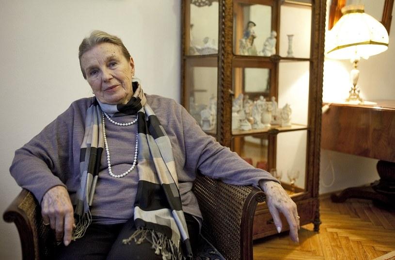 """Zagrała w kultowych serialach, jak """"Królowa Bona"""", """"W labiryncie"""" czy """"Matki, żony i kochanki"""". Po kilkudziesięciu latach pracy jako aktorka i pedagog jest już na zasłużonej emeryturze. Mieszka w Domu Artystów Weteranów w Skolimowie i nadal nie traci kontaktu ze sztuką."""