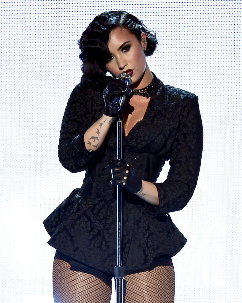 """Demi Lovato coraz chętniej wypowiada się na temat możliwej kontynuacji kultowego filmu Disneya """"Camp Rock"""". Tym razem stwierdziła, że bardzo chętnie chciałaby przeklinać na ekranie."""