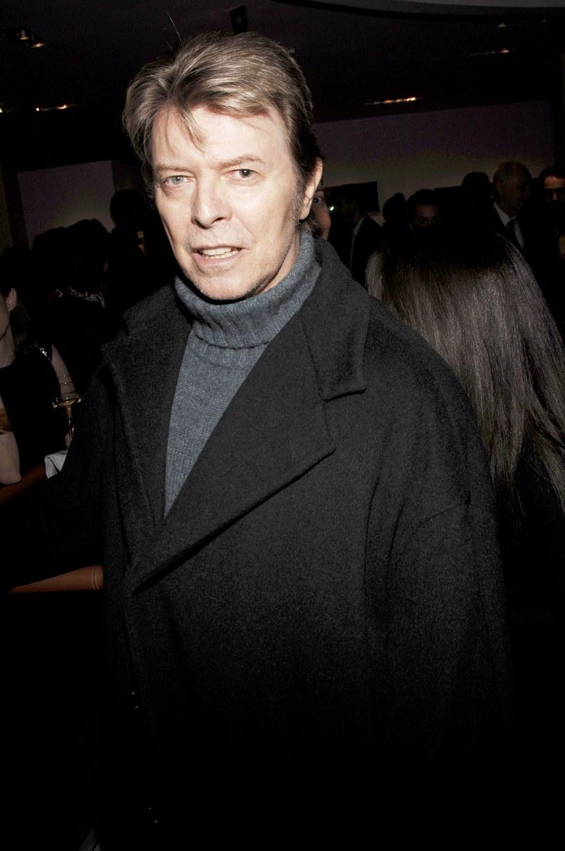 Nowojorski apartament, należący niegdyś do Davida Bowiego, został wystawiony na sprzedaż. Nabywca musi zapłaci za niego blisko 6,5 miliona dolarów. W tej cenie nowy właściciel będzie miał również widok na Central Park i odziedziczy fortepian legendy rocka.