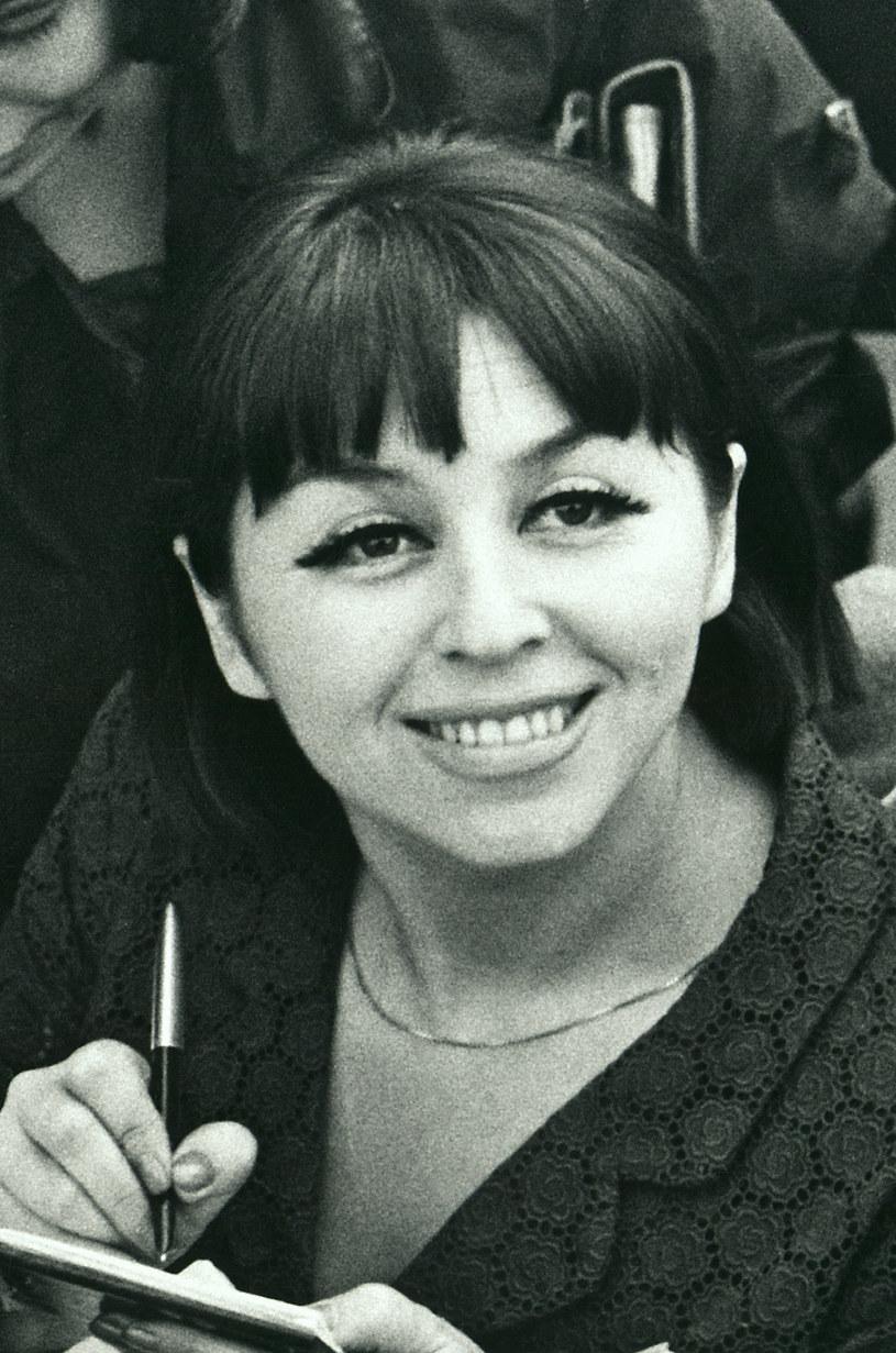 Tablice upamiętniające Kalinę Jędrusik odsłonięto w dwóch szkołach w Częstochowie, do których uczęszczała artystka. Wydarzenia wpisały się w trwający od środy w tym mieście X Festiwal im. Kaliny Jędrusik.