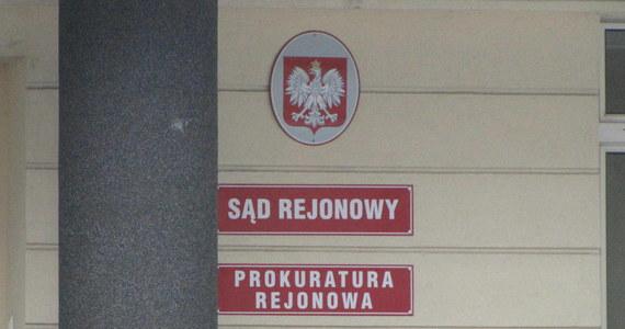 Prokurator w Zduńskiej Woli w Łódzkiem prowadzi własne śledztwo w sprawie narażenia na bezpośrednie niebezpieczeństwo utraty życia kobiety, która po operacji ginekologicznej w zduńskowolskim szpitalu miała w ciele fragment gazy. Kobieta zmarła 1 kwietnia w szpitalu w Sieradzu.