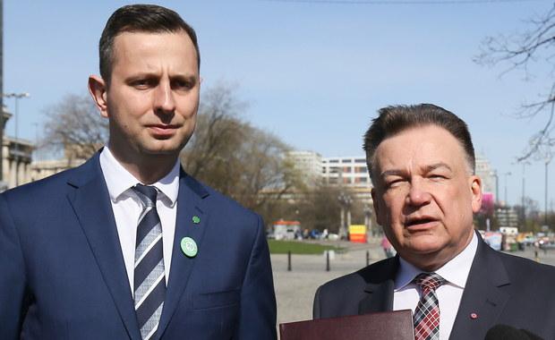Atmosfera ciągłego strachu, nienawiści, zawiści, szczucia jednych na drugich, to nasz największy zarzuty. Politycy PiS mają zatrute serca i przez to zatruwają życie Polaków - mówił szef PSL Władysław Kosniak-Kamysz.