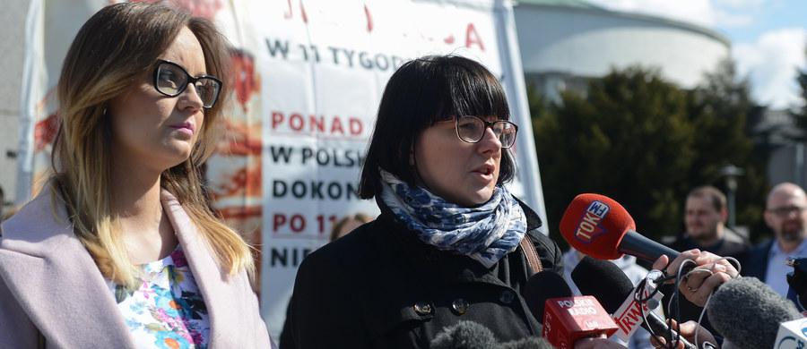 """Liczymy, że uda nam się zebrać milion podpisów pod projektem """"Zatrzymaj aborcję"""" – poinformowała Kaja Godek z Fundacji Życie i Rodzina. Jak dodała, taka liczba podpisów może przekonać rządzących, by uchwalić prawo chroniące nienarodzone dzieci."""