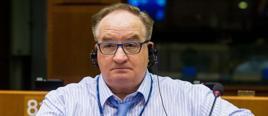 Zaproponowane przez Komisję Europejską negocjacje z Rosją na temat reżimu prawnego wobec morskiego odcinka Nord Stream 2 to niebezpieczny precedens, dający Moskwie szanse na uzyskanie wyłomów w unijnym prawie - uważa europoseł Jacek Saryusz-Wolski.