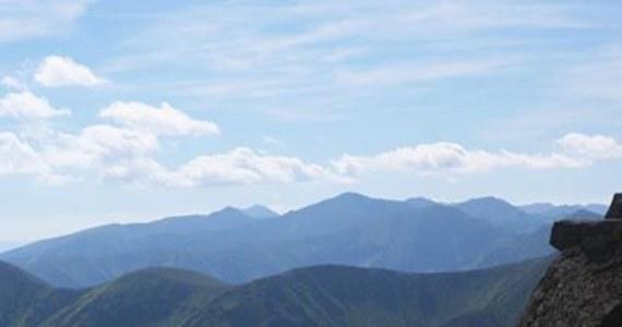 Tragedia w Tatrach. W rejonie Gąsienicowej Turni zginął mężczyzna, który spadł z dużej wysokości. Jak poinformował ratownik dyżurny Tatrzańskiego Ochotniczego Pogotowia Ratunkowego, bezpośrednia przyczyna wypadku nie jest znana, ponieważ mężczyzna wędrował sam.