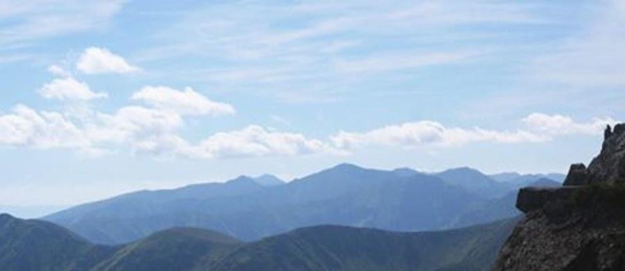 Ludzką czaszkę odnaleziono w Tatrach w miejscu, w którym wcześniej odkryto szczątki, fragmenty ubrań oraz plecaki - ustalił reporter RMF FM. Chodzi o tajemniczą sprawę sprzed kilku dni.