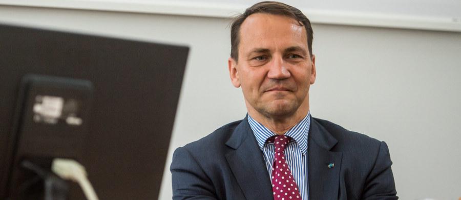 Były szef MSZ Radosław Sikorski stawił się dziś jako świadek na procesie Tomasza Arabskiego i innych urzędników, oskarżonych w trybie prywatnym przez część rodzin ofiar katastrofy smoleńskiej o niedopełnienie obowiązków przy organizacji wizyty prezydenta Lecha Kaczyńskiego w Katyniu 10 kwietnia 2010 r.