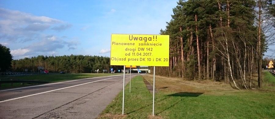Zachodniopomorscy drogowcy zamknęli drogę wojewódzką 142, popularną chociwelkę. Dziś rusza zaplanowany na półtora roku remont. Kto o tym zapomni, nadłoży ponad 40 kilometrów.
