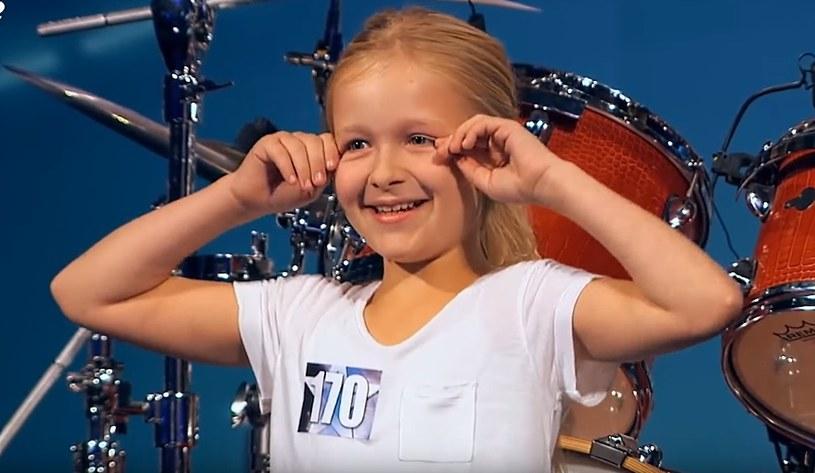 """10-letnia Johanne Astrid podbiła serca jurorów i widzów duńskiego """"Mam talent"""". Mała perkusistka została zwyciężczynią trzeciej edycji programu."""