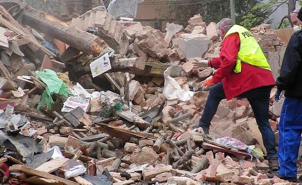 W gruzach zawalonego domu w Świebodzicach znaleziono 30-centymetrowy pocisk moździerzowy - informuje dziennikarz RMF FM Bartek Paulus.