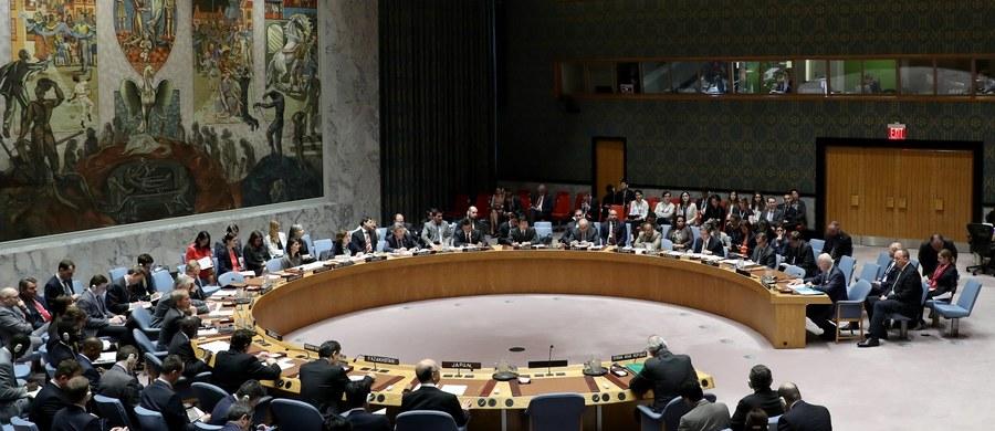 Rosja zgodnie z zapowiedziami zawetowała w środę w Radzie Bezpieczeństwa ONZ przedstawiony przez USA projekt rezolucji potępiający atak chemiczny z 4 kwietnia i wzywający władze Syrii, które są oskarżane o jego dokonanie, do współpracy podczas śledztwa.