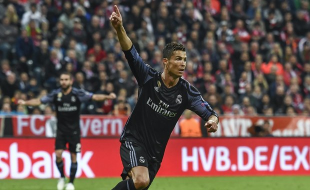 Piłkarze Bayernu, bez kontuzjowanego Roberta Lewandowskiego, przegrali w Monachium z Realem Madryt 1:2 w ćwierćfinale Ligi Mistrzów. W przełożonym na środę meczu w Dortmundzie Borussia Łukasza Piszczka uległa 2:3 Monaco Kamila Glika. Rewanże w przyszłym tygodniu.