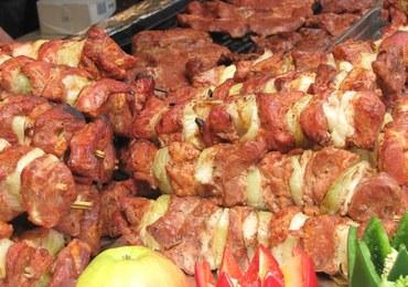 Apelują, by nie jeść mięsa w Wielkanoc. W akcję włączył się... Berlusconi