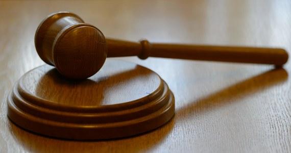 Wczoraj do Sejmu trafił złożony przez posłów PiS projekt ustawy o ustroju sądów powszechnych. Już wstępne przyjrzenie się jego zapisom prowadzi do wniosku, że jego przyjęcie będzie oznaczało pełne kontrolowanie sądów przez polityka, jakim jest minister sprawiedliwości.