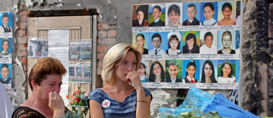"""Europejski Trybunał Praw Człowieka w Strasburgu wydał wyrok, zgodnie z którym Rosja za """"poważne niedociągnięcia"""" w związku z atakiem na szkołę w Biesłanie z września 2004 r. musi wypłacić poszkodowanym i rodzinom ofiar 3 mln euro. Moskwa zapowiada apelację."""