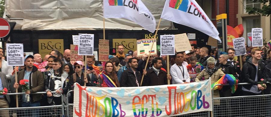 Organizacja Bezpieczeństwa i Współpracy w Europie (OBWE) zaapelowała do władz Rosji, by zapewniła lepszą ochronę homoseksualistom w Czeczenii. Powodem apelu stały się medialne doniesienia o fali represji wobec gejów w kaukaskiej islamskiej republice.