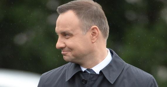 Prezydent Andrzej Duda podpisał ustawę wprowadzającą tzw. sieć szpitali - poinformowała Kancelaria Prezydenta. Pierwsze wykazy placówek zakwalifikowanych do sieci będą obowiązywały od 1 października tego roku. Ustawa wejdzie w życie po upływie 7 dni od dnia ogłoszenia.