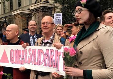 Finowie i Szwedzi zbierają pieniądze dla gejów prześladowanych w Czeczenii