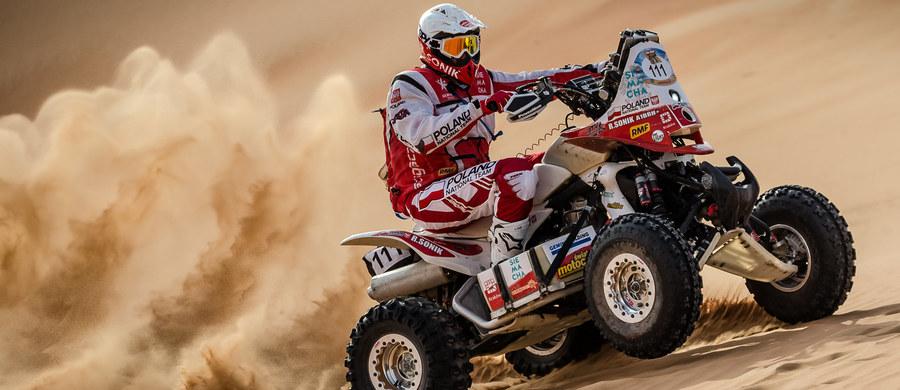 """""""Wraz z moim zespołem przyzwyczailiśmy już kibiców, że nigdy się nie poddajemy. Pierwszy rajd sezonu nie był wymarzony, ale nie oznacza to, że zrezygnujemy z walki. Jedziemy do Kataru walczyć o Puchar Świata"""" - zapowiedział Rafał Sonik, który w Qatar Cross-Country Rally triumfował już trzykrotnie. Niestety tym razem nasz quadowiec na trasie będzie osamotniony."""