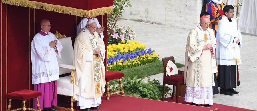 Papież Franciszek w wielkanocnym orędziu zaapelował o pokój w Syrii i niesienie pomocy jej ludności, o położenie kresu konfliktom w Iraku, na całym Bliskim Wschodzie, na Ukrainie i w Afryce. Mówił o ludziach zmuszanych do ucieczki z powodu wojen i terroryzmu.