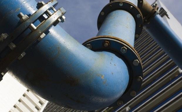Zaproponowane przez duński rząd zmiany w prawie nie powstrzymają budowy Nord Stream 2, bo gazociąg może ominąć wody terytorialne Danii. Mogą jednak wzmocnić pozycję przetargową Komisji Europejskiej w negocjacjach z Rosją - uważają eksperci.